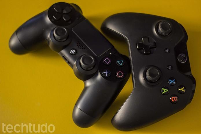 Dualshock 4 e Xbox One Controller (Foto: Débora Magri/ TechTudo)