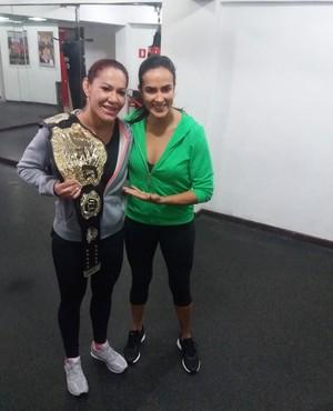 Cris Cyborg e Erica Paes MMA (Foto: Alexandre Fernandes)