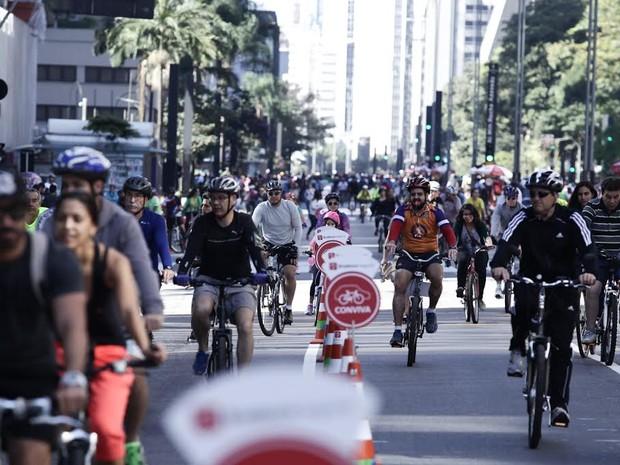Avenida Paulista cheia de ciclistas neste domingo para abertura da ciclovia (Foto: Caio Kenji/G1)