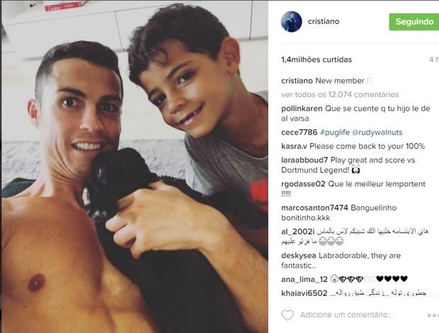 """BLOG: Cristiano Ronaldo posta foto com filho e """"novo membro"""" da família"""