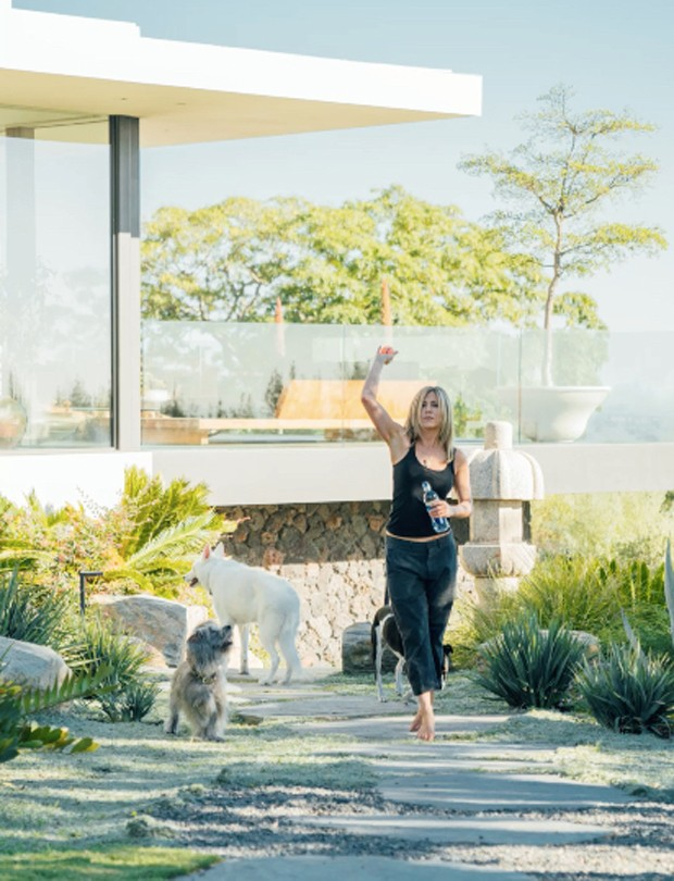 Jennifer Aniston mostra interior da sua casa (Foto: Mega/The Grosby)