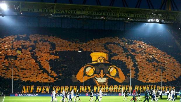 Torcida Mosaico Borussia Dortmund x Málaga (Foto: Reuters)