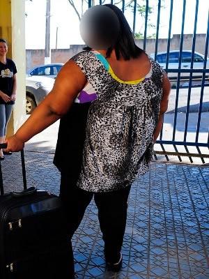 Menina de 11 anos embarcou para São Paulo para fazer tratamento. (Foto: Assessoria/ Setas-MT)