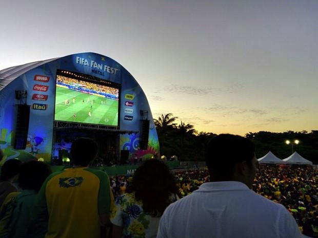 Torcedores acompanham jogo da Seleção Brasileira no Fifa Fan Fest de Natal (Foto: Rafael Barbosa/G1)