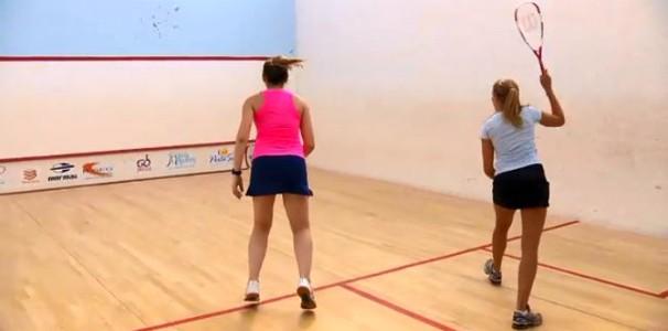 Repórter Alessandra Flores pratica squash no programa (Foto: Reprodução/RBS TV)
