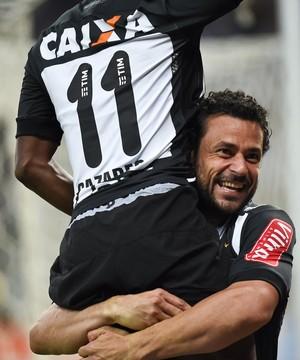 Fred e Cazares, do Atlético-MG (Foto: Reprodução / Mineirão)