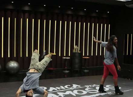 Felipe Simas e Brenno Leone têm primeiro ensaio no 'Dança dos Famosos' com direito a acrobacia