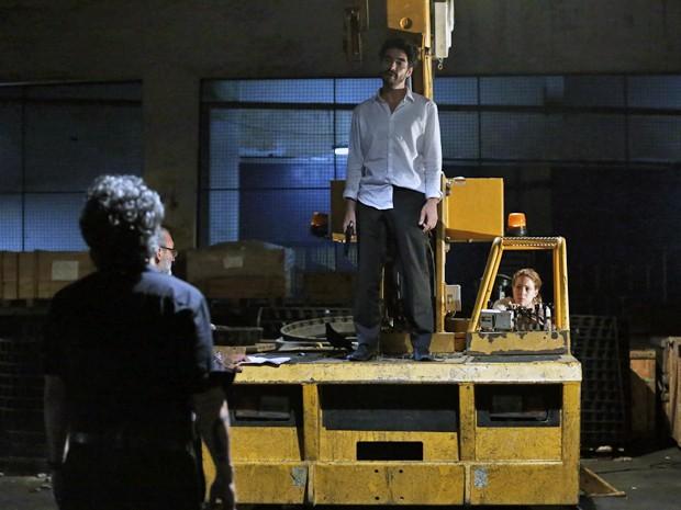 Diretor de Núcleo, Rogério Gomes, ensaia cenas finais com elenco (Foto: Ellen Soares/ Gshow)
