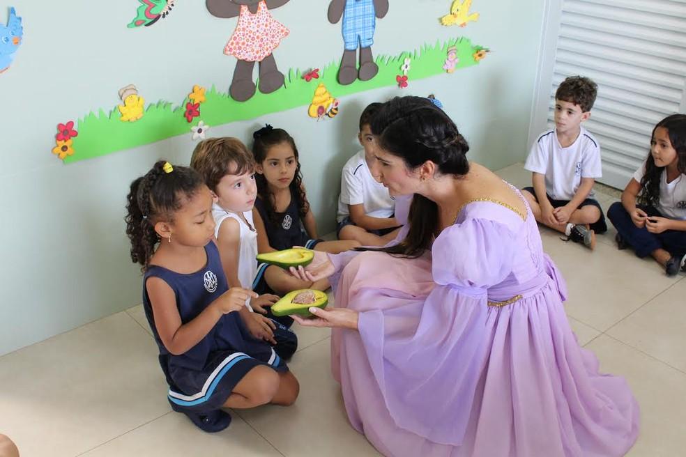 'Rapunzel e seu abacate' conquista crianças em duas escolas de Passos (MG) (Foto: Arquivo Pessoal/Lílian Figueiredo Geraldo Custódio)