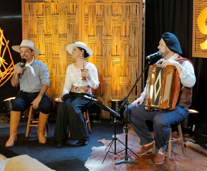 Neto Fagundes Shana Müller Expointer (Foto: Nice Sordi e Daniel Bittencourt/RBS TV)