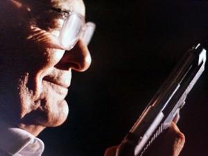 Mordomo atira em caseiro  (Foto: TV Globo)