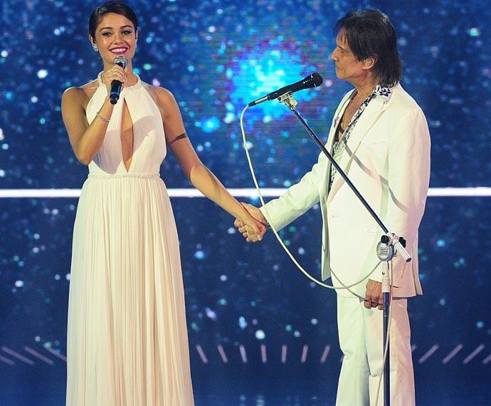 Roberto Carlos ganhou a companhia de Sophie Charlotte em seu especial (Foto: João Cotta/Globo)