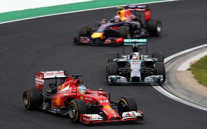 Fernando Alonso segurou Lewis Hamilton e Daniel Ricciardo por diversas voltas no GP da Hungria (Foto: Getty Images)