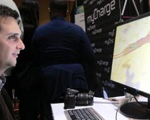A Tobii Technology mostra tecnologia que permite controlar o computador com os olhos  (Foto: Daniela Braun/G1)