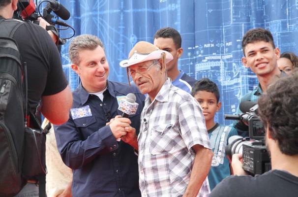 a (Foto: Apresentador e sanfoneiro gravaram programa especial em Campina Grande (Foto: Taiguara Rangel/G1))
