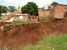 Crateras gigantes ameaçam casas, escola e até hospital em Goiás