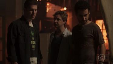 Alex decide enfrentar Salvatore