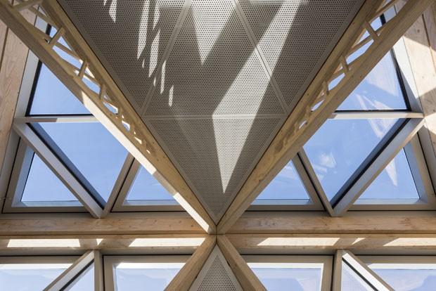 Centro de tratamento contra o câncer em Manchester aposta na arquitetura como terapia (Foto: Nigel Young/Foster+Partners)