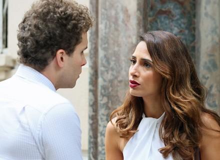 Regina decide ajudar Vinícius a enfrentar Murilo