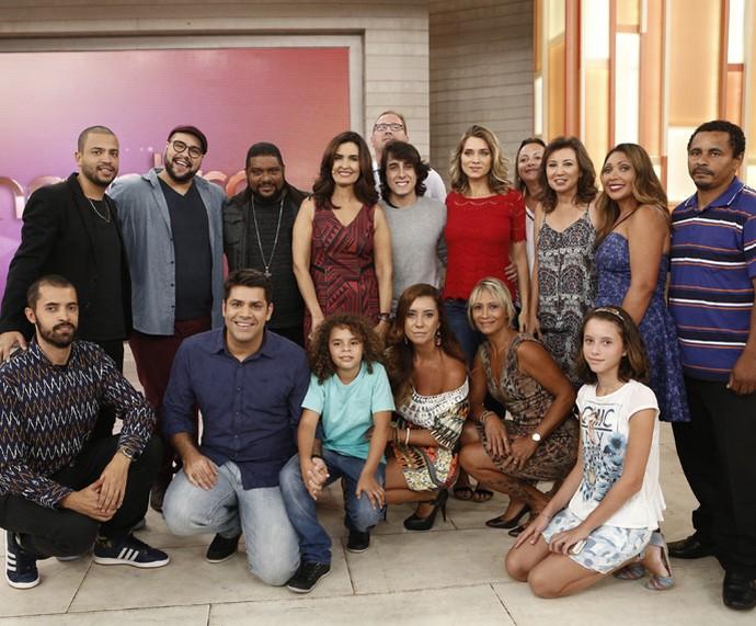 Convidados do 'Encontro' posam para foto nos bastidores (Foto: Inácio Moraes/Gshow)
