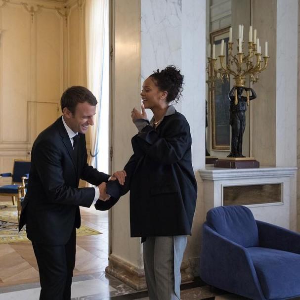 Rihanna em encontro com Emmanuel Macron, presidente da França (Foto: Instagram/Reprodução)