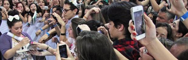 Kiera Cass leva mais de 2 mil pessoas a sessão de autógrafos na Bienal (Leonardo Benassatto/Futura Press/Estadão Conteúdo)