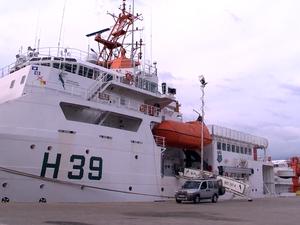 Navio que vai monitorar lama (Foto: Reprodução/ TV Gazeta)