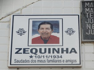 Zequinha colocou placa com a data de nascimento no túmulo (Foto: Lafaete Vaz/TV Asa Branca)