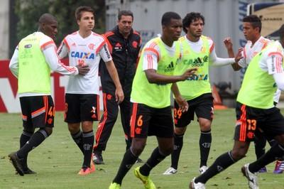 Luxemburgo comandou um coletivo no treino desta sexta-feira (Foto: Gilvan de Souza / Flamengo)