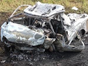 Acidente na BA deixa 4 pessoas mortas, entre elas mãe e filho (Foto: Imagens / TV Bahia)
