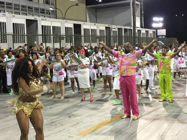 Mangueira fechou o ensaio técnico na Sapucaí (Foto: Fernanda Rouvenat / G1)