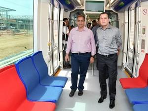 O ex-titular da Secopa, Maurício Guimarães e o ex-governador Silval Barbosa (PMDB) dentro de um vagão do VLT de Cuiabá. (Foto: Josi Petengill / Secom-MT)