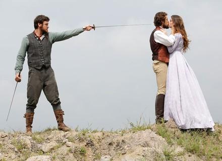 Pedro perde o controle e ameaça vidas de Lívia e Felipe