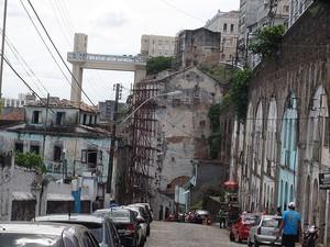 Da Ladeira da Conceição é possível ver o Elevador Lacerda, em Salvador. (Foto: Maiana Belo / G1 BA)