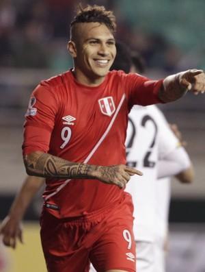 Guerrero comemora gol Peru x Bolívia