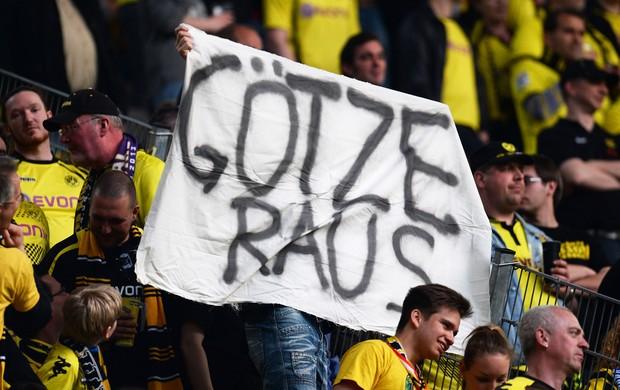 mario goetze faixa protesto borussia dortmund x real madrid (Foto: Getty Images)