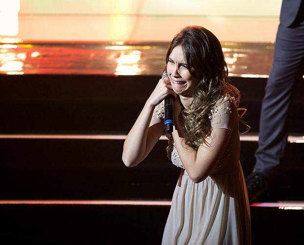 Quando Isadora já estava saindo do palco, o técnico Brown a salvou (Foto: Isabella Pinheiro / Tv Globo)