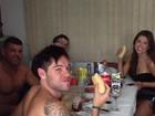 Ex-BBBs Nasser, Andressa e Ivan tomam 'café da tarde' em família