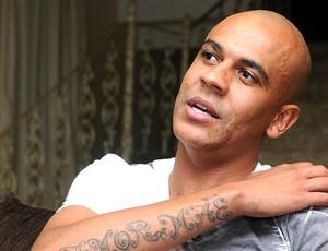 Alex Silva durante entrevista (Foto: André Durão / GLOBOESPORTE.COM)