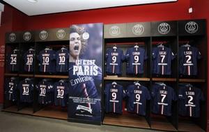 David Luiz é destaque em loja oficial do PSG (Foto: Reprodução)