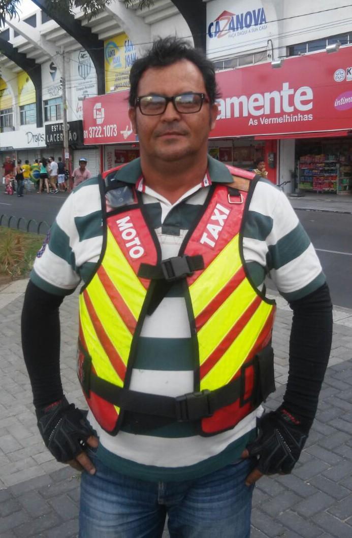 Eronildo Barros, mototaxista (Foto: André Hilton / TV Asa Branca)