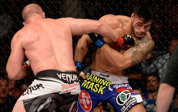 UFC Tim Boetsch e Brad Tavares (Foto: Agência Getty Images)