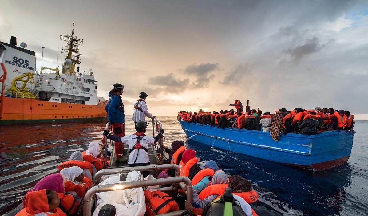 Navio com refugiados (Foto: Reprodução)