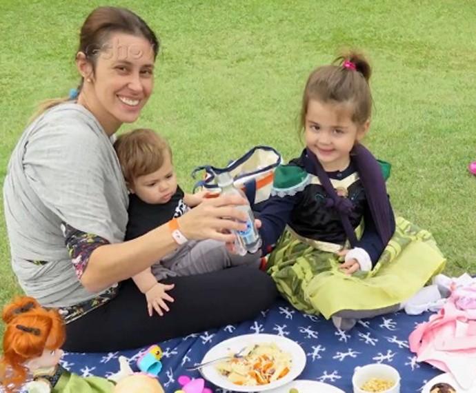 Mamãe se diverte em piquenique com os filhotes (Foto: Arquivo Pessoal)