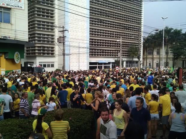 Manifestação em Araraquara reuniu 7 mil pessoas, segundo a PM (Foto: Fabio Rodrigues/G1)