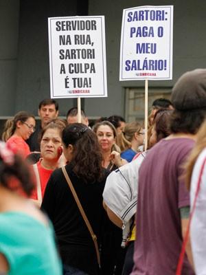 Protesto José Ivo Sartori RS (Foto: Itamar Aguiar/Estadão Conteúdo)