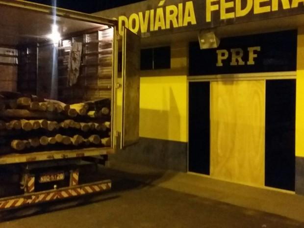 Carga seria levada para Colorado do Oeste, alegou motorista (Foto: PRF/ Divulgação)