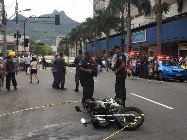 De acordo com testemunhas, suspeitos de assalto na Tijuca estavam em moto (Foto: Marco Aurélio Lisan / Arquivo Pessoal)