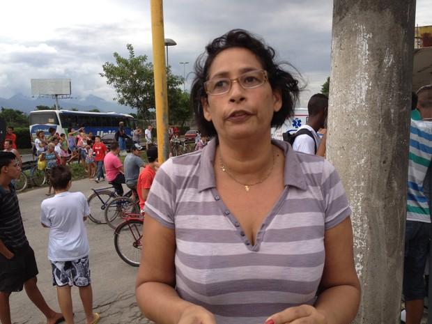 Moradora diz que abaixo-assinado foi feito par aimpedir depósito em Caxias (Foto: Renata Soares/ G1)