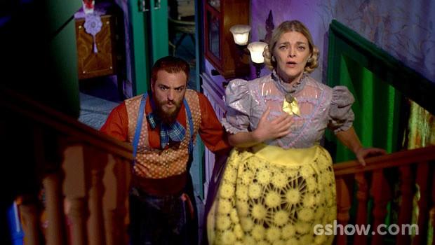 Pedro e dona Tê se espantam com os trajes da filha para dormir (Foto: Meu Pedacinho de Chão/TV Globo)